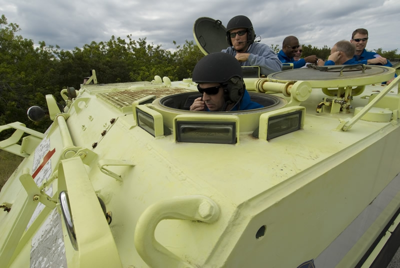 Léopold Eyharts practices driving an emergency evacuation vehicle during training at Kennedy Space Center, Florida. Crédits : ESA/S. Corvaja