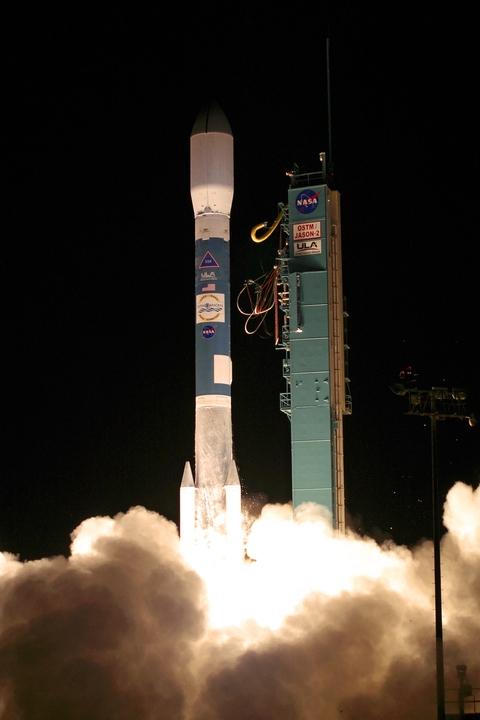 Jason-2 climbs into orbit atop a Delta II launcher on 20 June 2008. Credits: NASA.